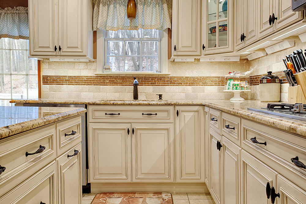 Ivory Kitchen Cabinets With Backsplash